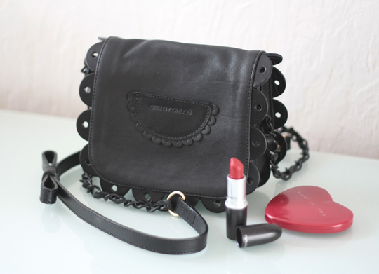 http://www.tokyobanhbao.com/wp-content/uploads/2012/05/see-by-chloe-bag-poya-black-rouge-mac.jpg