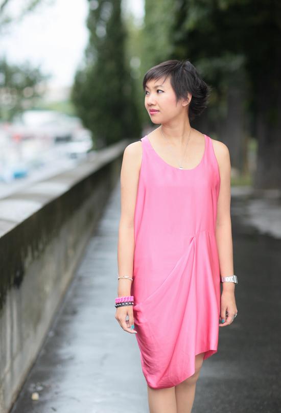 http://www.tokyobanhbao.com/wp-content/uploads/2012/07/acne-magenta-dress-bracelet-marc-jacobs-vernis-mavala-blue-curacao.jpg